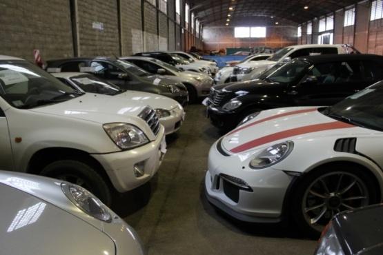 Los 38 autos de alta gama secuestrados en la causa por lavado y contrabando