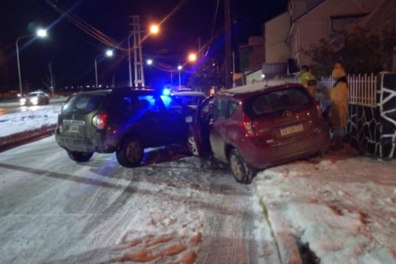 Por la nieve provocaron un accidente múltiple