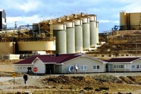 Minera suspendió operaciones tras la muerte de operador y recibió críticas