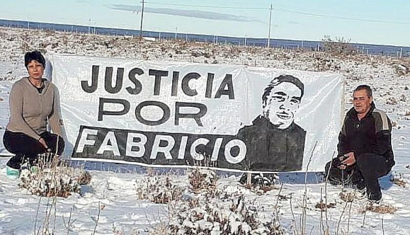 La familia cree que a Fabricio lo mataron.
