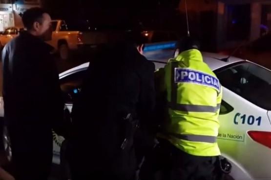Lo detuvieron por agredir a un policía afuera de un boliche