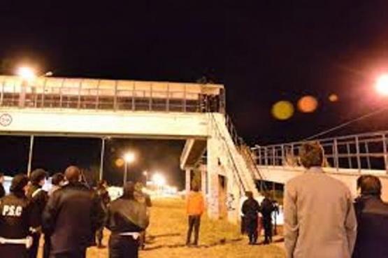 Se habría subido al puente de la Autovía con intenciones de suicidarse