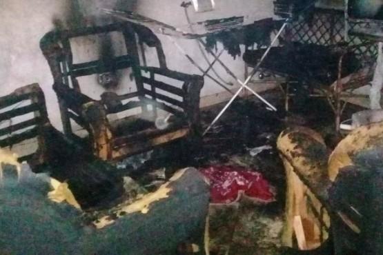 Una familia con dos niñas busca alquiler y ropa tras perder todo en un incendio