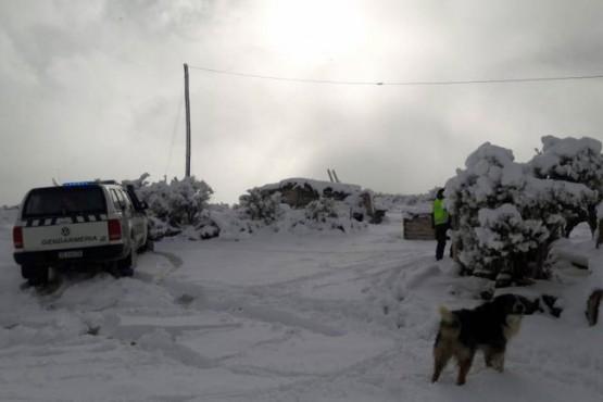 Rescataron a una pareja de ancianos atrapados por la nieve