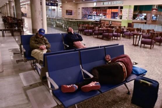 Una mañana complicada para viajar en avión (Foto: Adrián Escandar)