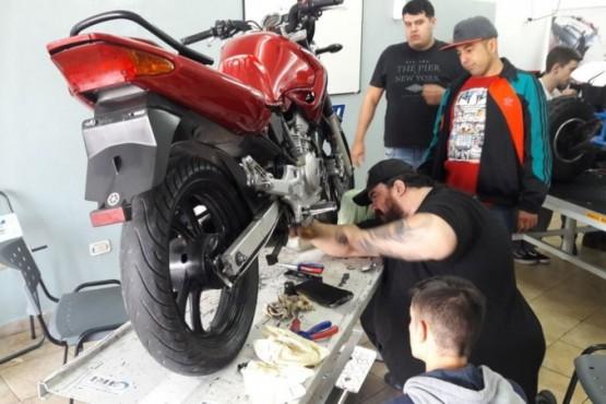 Ofrecen curso de mécanica de motos