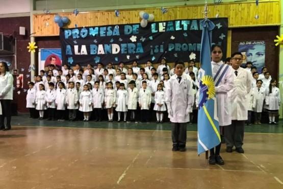 Sin clases en las escuelas que hoy tuvieron acto por el Día de la Bandera