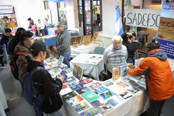 La labor de SADE Filial Santa Cruz en la difusión de la literatura de la provincia