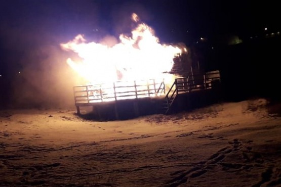 Ardió en llamas una vivienda a orillas del Río Olivia