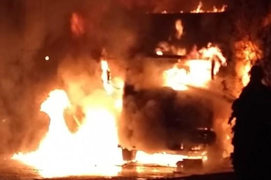 Impresionante incendio de un camión