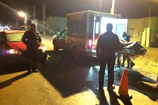 Una mujer fue hospitalizada al ser atropellada cuando cruzaba la calle