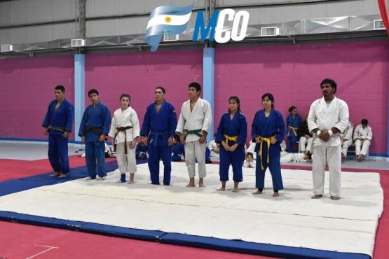 En un reconocimiento a Víctor Oyarzo se concretó el encuentro de judo