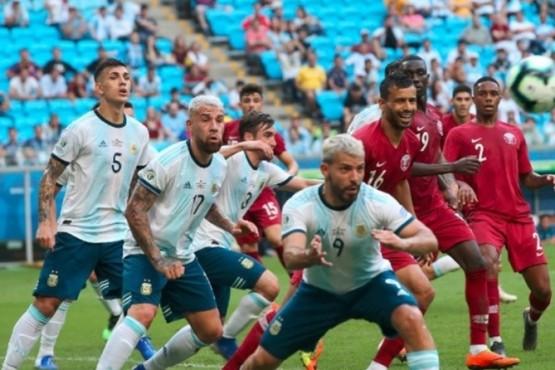 Argentina le ganó 2-0 a Qatar y sigue en carrera