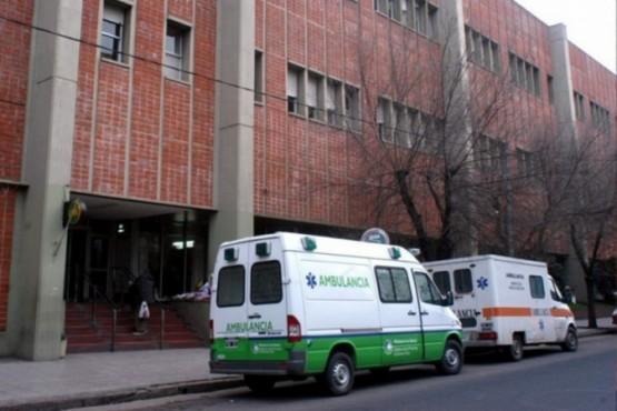 Un nene de 2 años murió por golpes y detuvieron a los padres