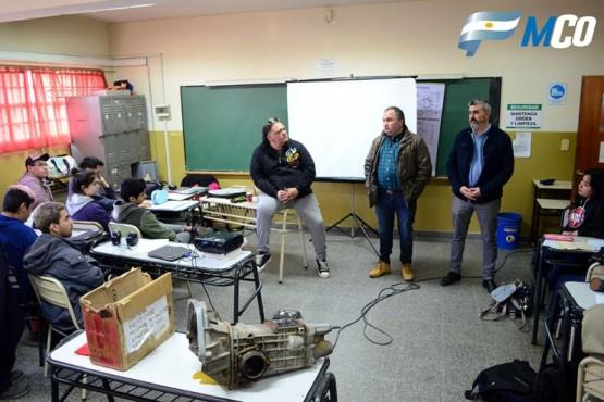 Municipio colabora para que estudiantes del EICO fabriquen auto de carreras
