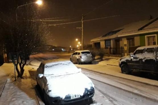 La nieve llegó para quedarse y la ciudad amaneció de blanco