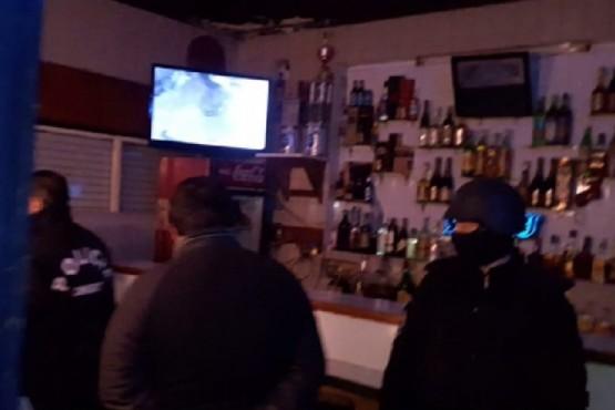Allanaron un bar y una casa por un presunto caso de trata