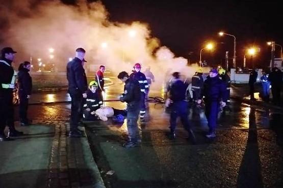 Se durmió pero lograron rescatarlo del incendio de su vehículo