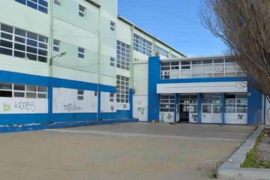 Reclamo de auxiliares en dos colegios por condiciones edilicias