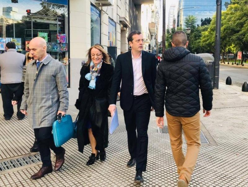 Los funcionarios están en Buenos Aires.