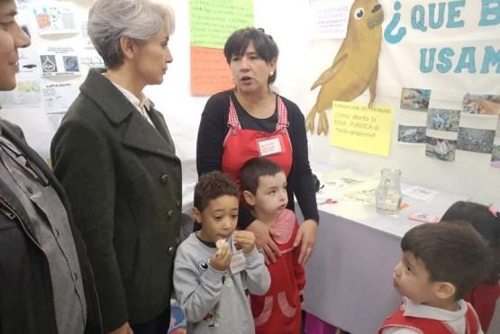 Exponen sus proyectos en la Feria Escolar de Ciencias y Tecnología