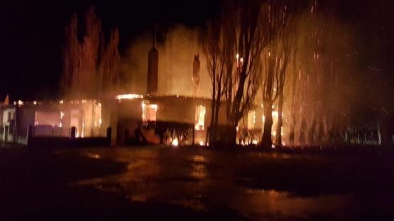 Voraz incendio consumió a una histórica vivienda de La Esperanza
