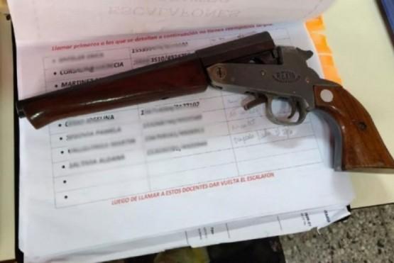 Alumna de 12 años amenazó a sus compañeros con un arma