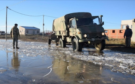 Municipio y Ejército llevaron agua a familias