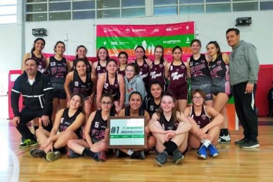 Las chicas de U-17 posaron juntas tras la final.