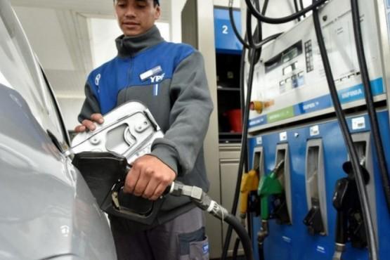 YPF aumentó la nafta un 2,5%