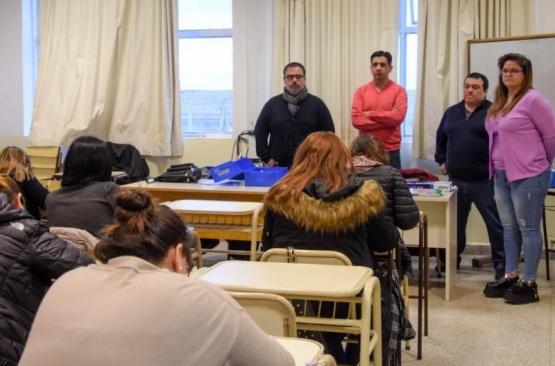 Familiares de jubilados rindieron examen para entrar al Municipio