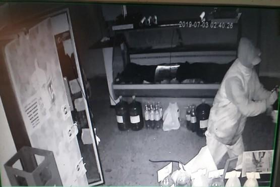 Volvieron a robar carne y cerveza en una carnicería de Av. Kirchner