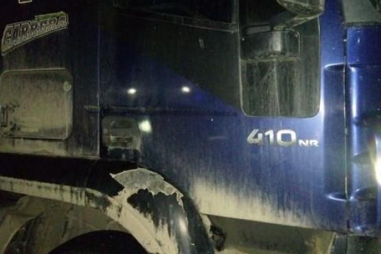 Un camionero murió tras quedar atrapado entre dos acoplados