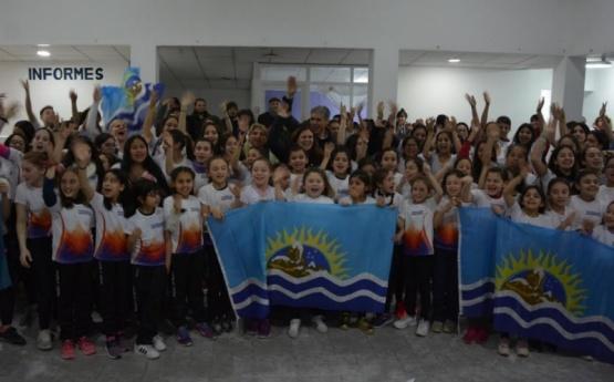 Autoridades acompañaron a 130 patinadoras que representarán a Santa Cruz