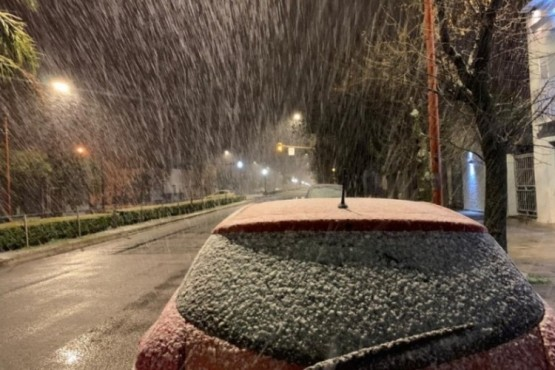 Nieve en Buenos Aires: Tres Arroyos amaneció teñida de blanco