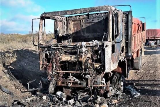 Se incendió un camión que transportaba cemento