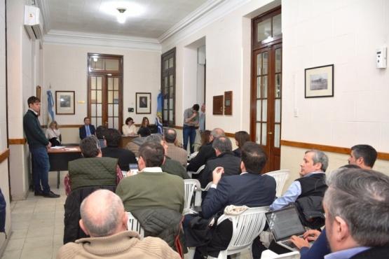 El juez Leal de Ibarra recibió ayer a los apoderados de los partidos políticos. (C.R.).