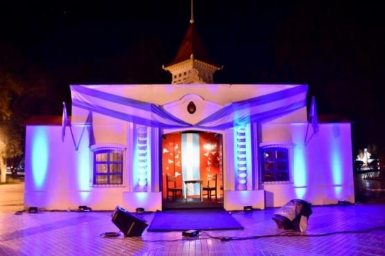"""Con la iluminación de la """"Casa de Tucumán"""" comenzó celebración de la Independencia"""