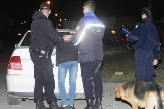 Detenido por arrebatarle la cartera a una mujer