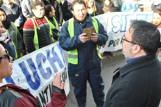 Trabajadores del SIPEM interceptaron al secretario de Gobierno