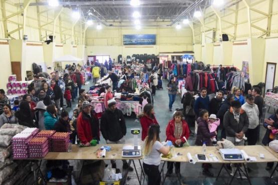 Más de 4 mil vecinos asistieron a la gran feria con precios populares
