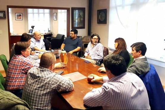 """Reunión en busca de """"más y mejores condiciones para los trabajadores viales"""""""