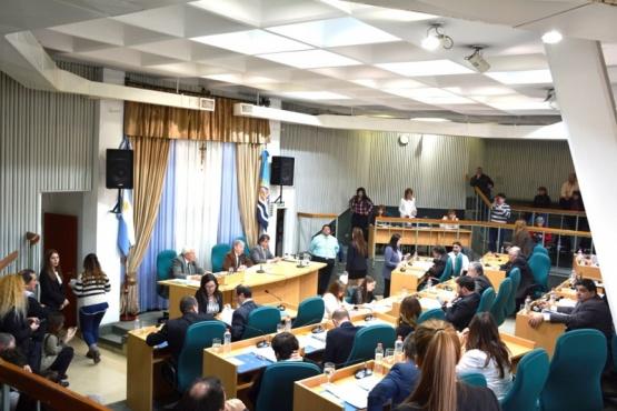 En busca de las 10 bancas: la oposición tiene catorce listas y sólo tres el oficialismo