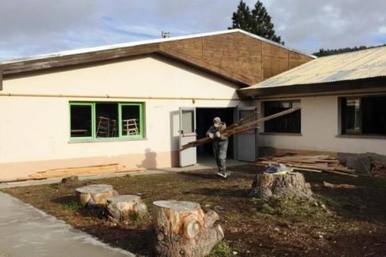 Reemplazan el techo en cinco aulas
