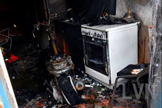 Una moto provocó un incendio en el interior de una casa