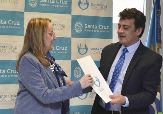 Firma de convenios, anuncios e inversiones en Puerto Deseado