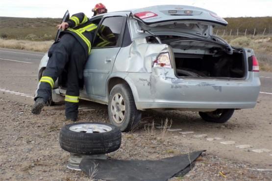 Reventó un neumático y volcó en la doble trocha Trelew- Madryn