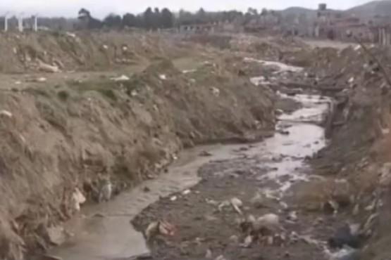 Sufrieron la inundación del 2017 y piden un muro de contención en el barrio