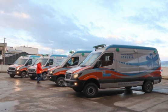 Gobierno entregó cinco ambulancias nuevas