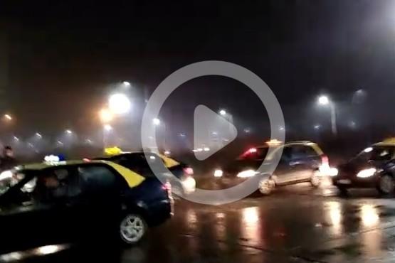 Taxistas en alerta no descartan cortar el ingreso al Aeropuerto